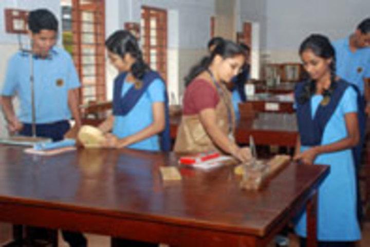 Bhavans Vidya Mandir-Physics Lab