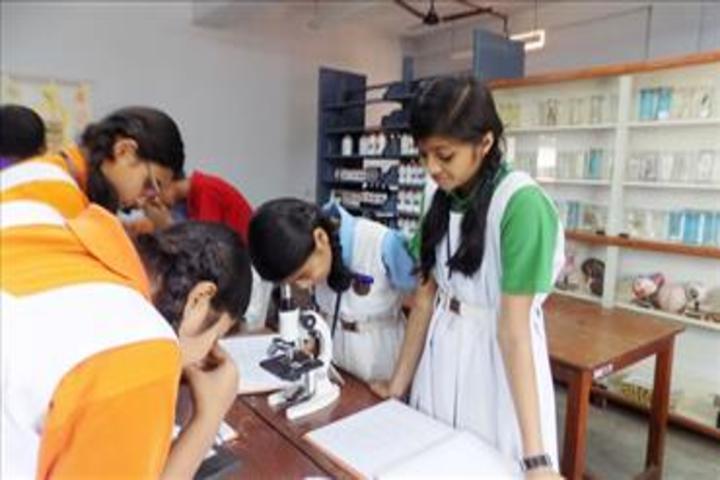 Bhavans Munshi Vidyashram-Biology Lab