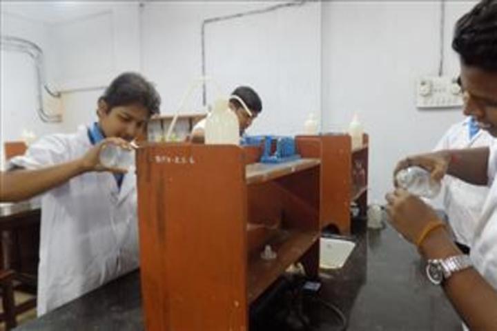 Bhavans Munshi Vidyashram-Chemistry Lab