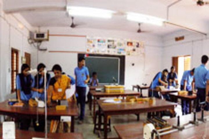 Bhavans Munshi Vidyashram-Lab