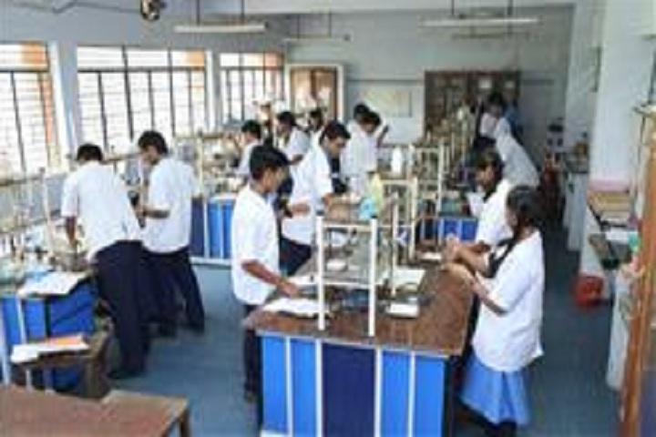 Bhavans Varuna Vidyalaya-Physics Lab
