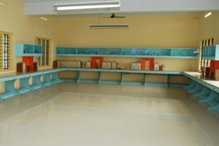 Chavara Darshan CMI Public School-Physics Laboratory