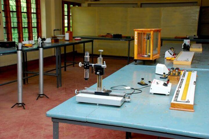 Chinmaya Vidyalaya-Physics Lab
