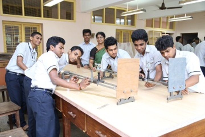 Cochin Refineries School-Physics Lab