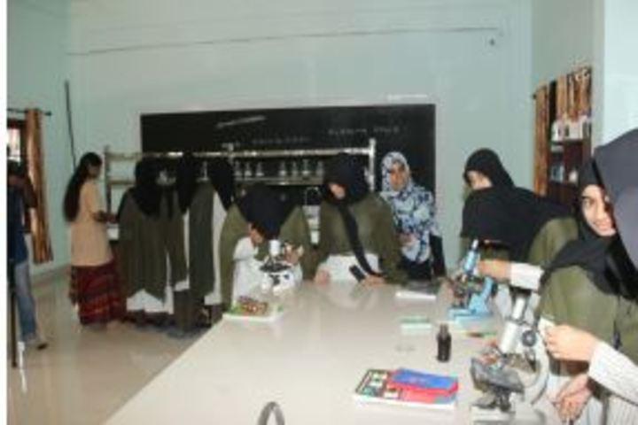 Darul Hudda Endlish Medium School-Science Lab