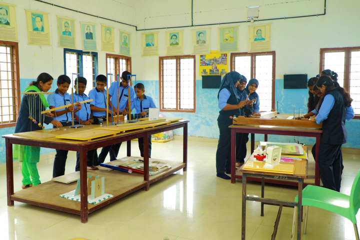 Hira Public School-Physics Lab