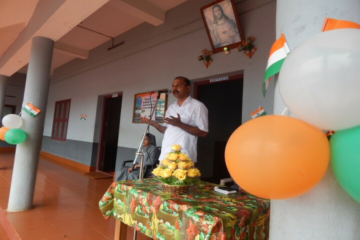 Holy Family Convent Public Scool-Independence Day