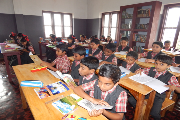 Holy Family Convent Public Scool-Library