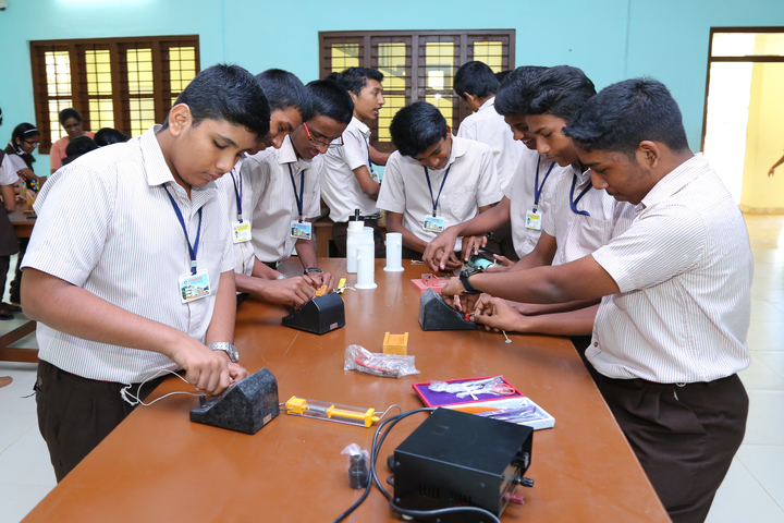 Holy Spirit Public School-Physics Lab