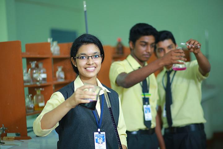 Holy Trinity Vidya Bhavan-Chemistry Lab