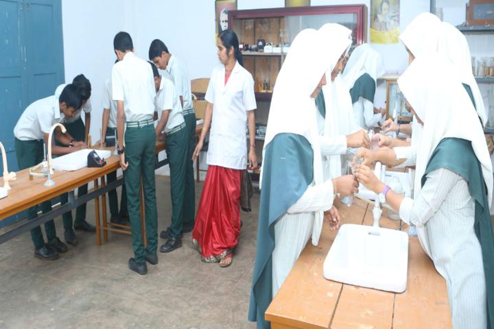Jamia Salafiya English School-Chemistry Lab