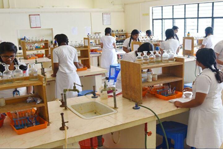 Kulapati Munshi Bhavans Vidya Mandir-Chemistry Lab
