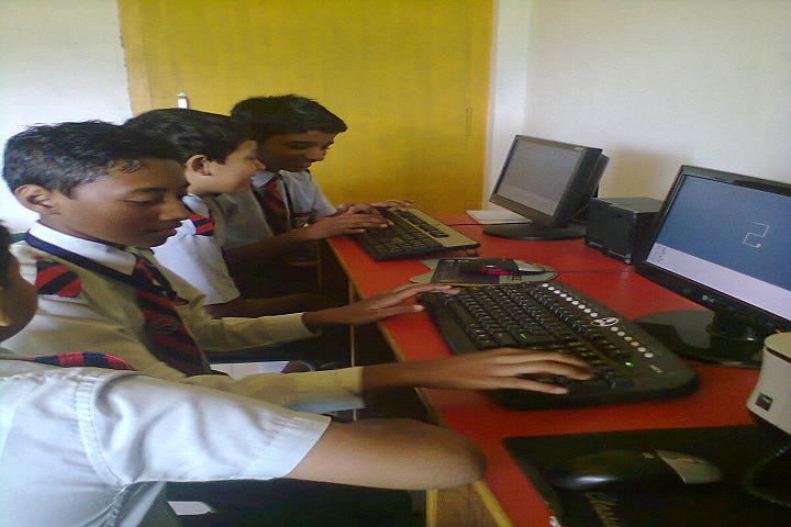 Kidzee And Sunshine High School-Computer lab