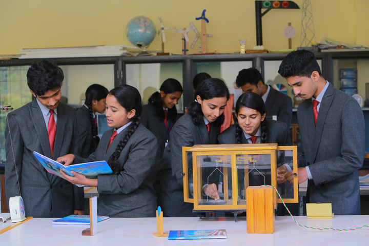 Montfort Valley School-Physics Lab
