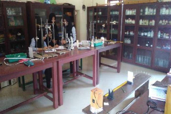 Mujamma English Medium School-Physics Lab