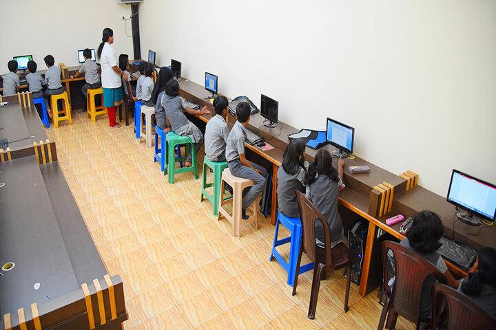 Narikkuni English Medium School-Computer Lab