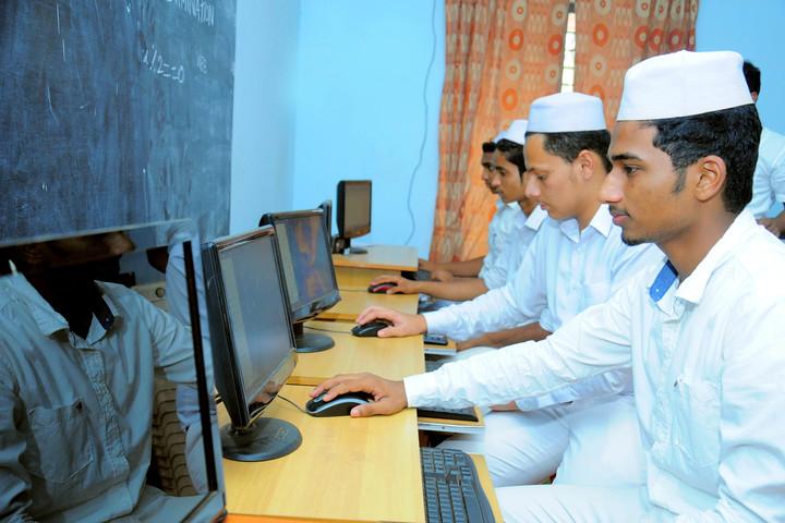 Sa Adiya English Medium Residential Senior Secondary School-Computer lab