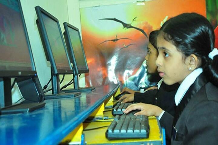 Sabarigiri English School-Computer lab