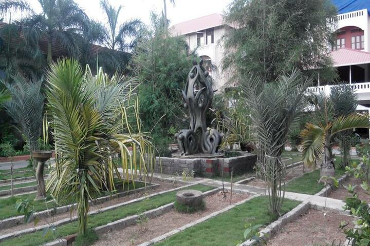 Sacred Heart CMI Public School-Garden