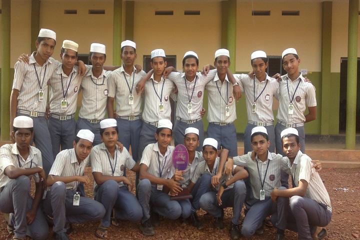 Salahudheen Ayyoobi English School-Group-Photo