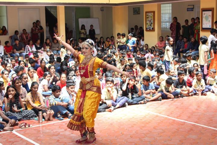 Sri Sri Ravishankar Vidya Mandir dance